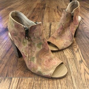 Sbicca Vintage Collection Floral Leather Bootie 6M